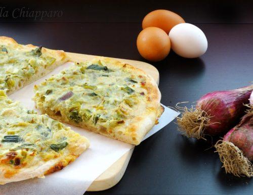 Pizza bianca con cipollotto di Tropea e uova | Ricetta con licoli