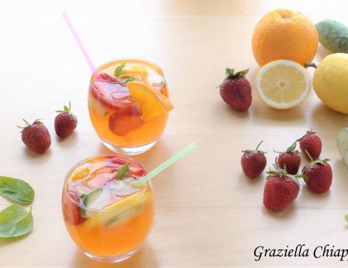Acqua aromatizzata alle fragole | Ricetta facile
