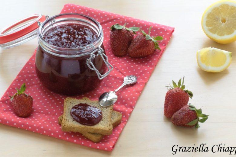 Marmellata di fragole fatta in casa senza pectina | Ricetta facile