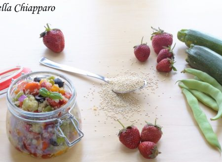 Quinoa con verdure e fragole | Ricetta leggera