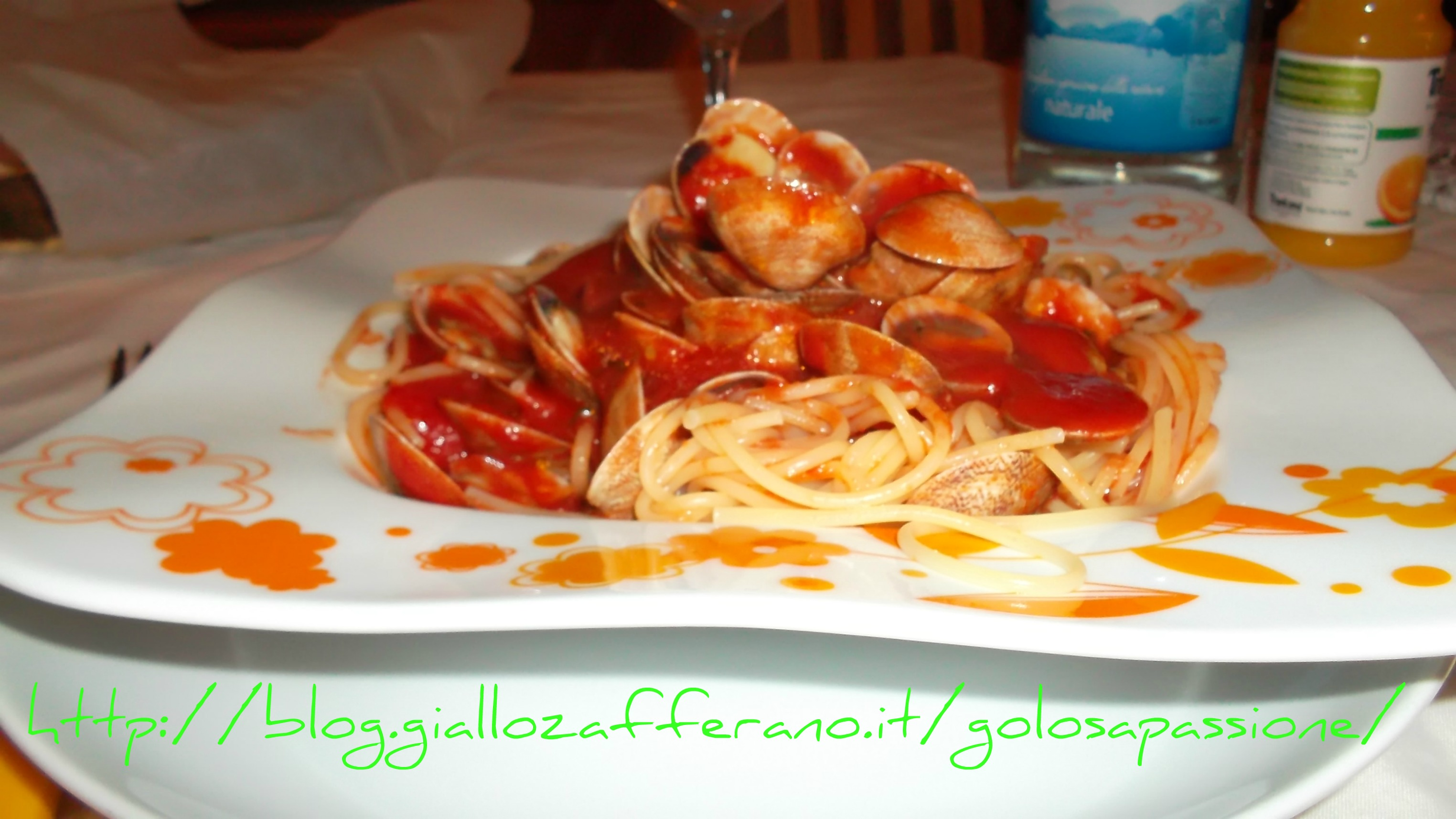 Spaghetti con vongole, ricetta primi piatti, ricetta primi piatti con pesce, ricetta dal blog Lo Specchio In Cucina