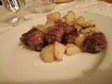 Salsiccia con patate, ricetta secondi di carne, ricetta con patate, ricetta dal blog Lo Specchio In Cucina