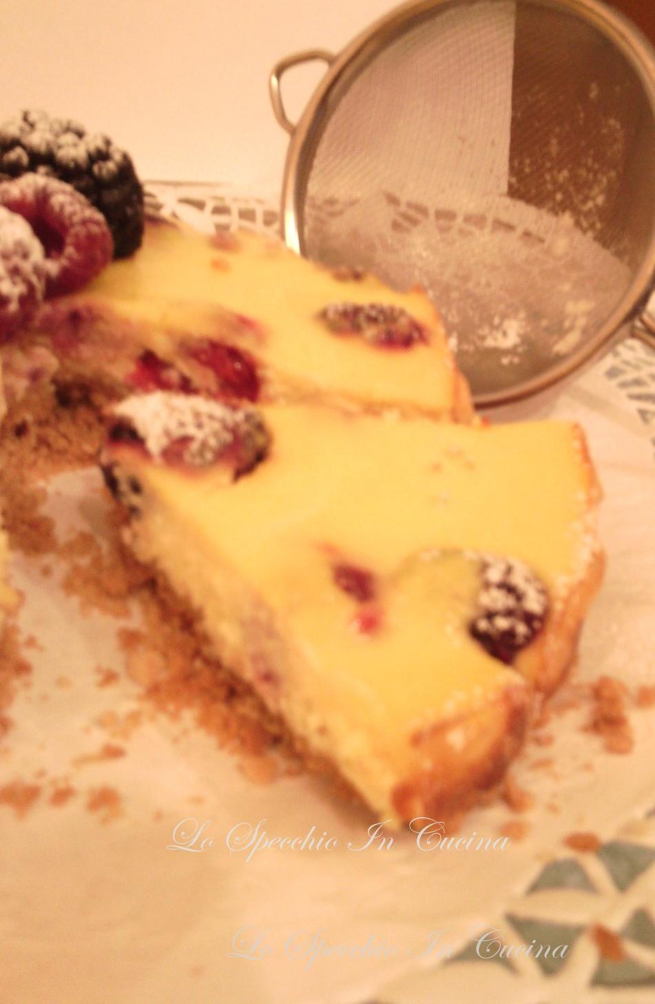 Cheesecake con frutti di bosco , ricetta dolci , ricetta con frutta , ricetta dal Blog Lo Specchio In Cucina