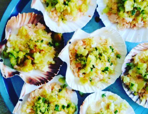Conchiglie di patate , salmone e gamberi , ricetta con pesce