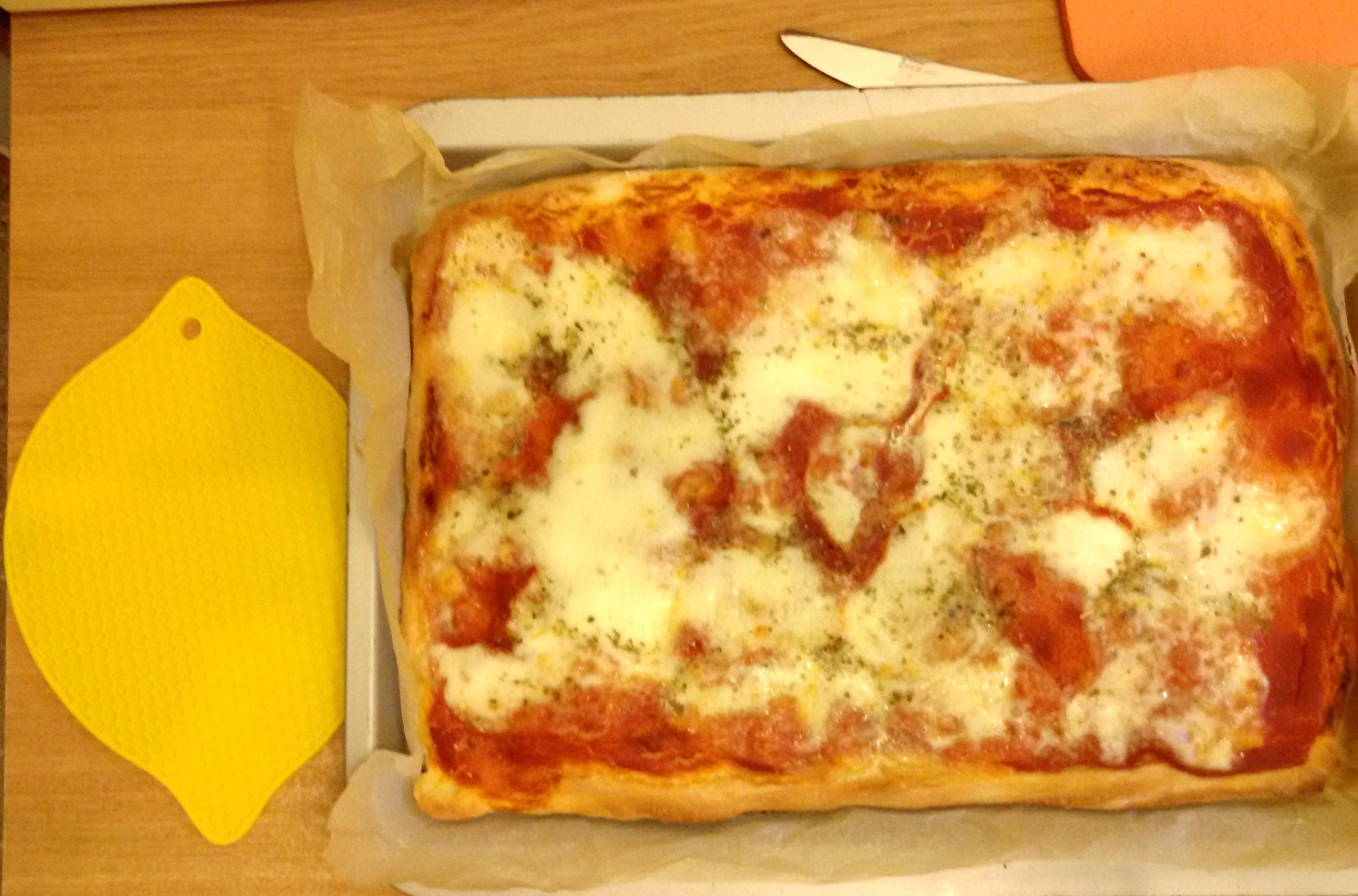 Pizza home made , soffice e croccante , come in pizzeria