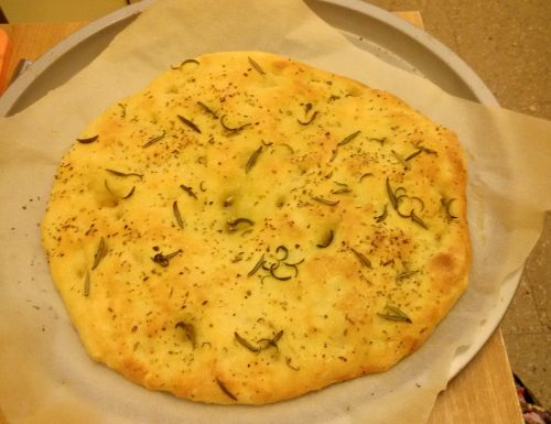 Focaccia classica , con rosmarino, con impasto della pizza