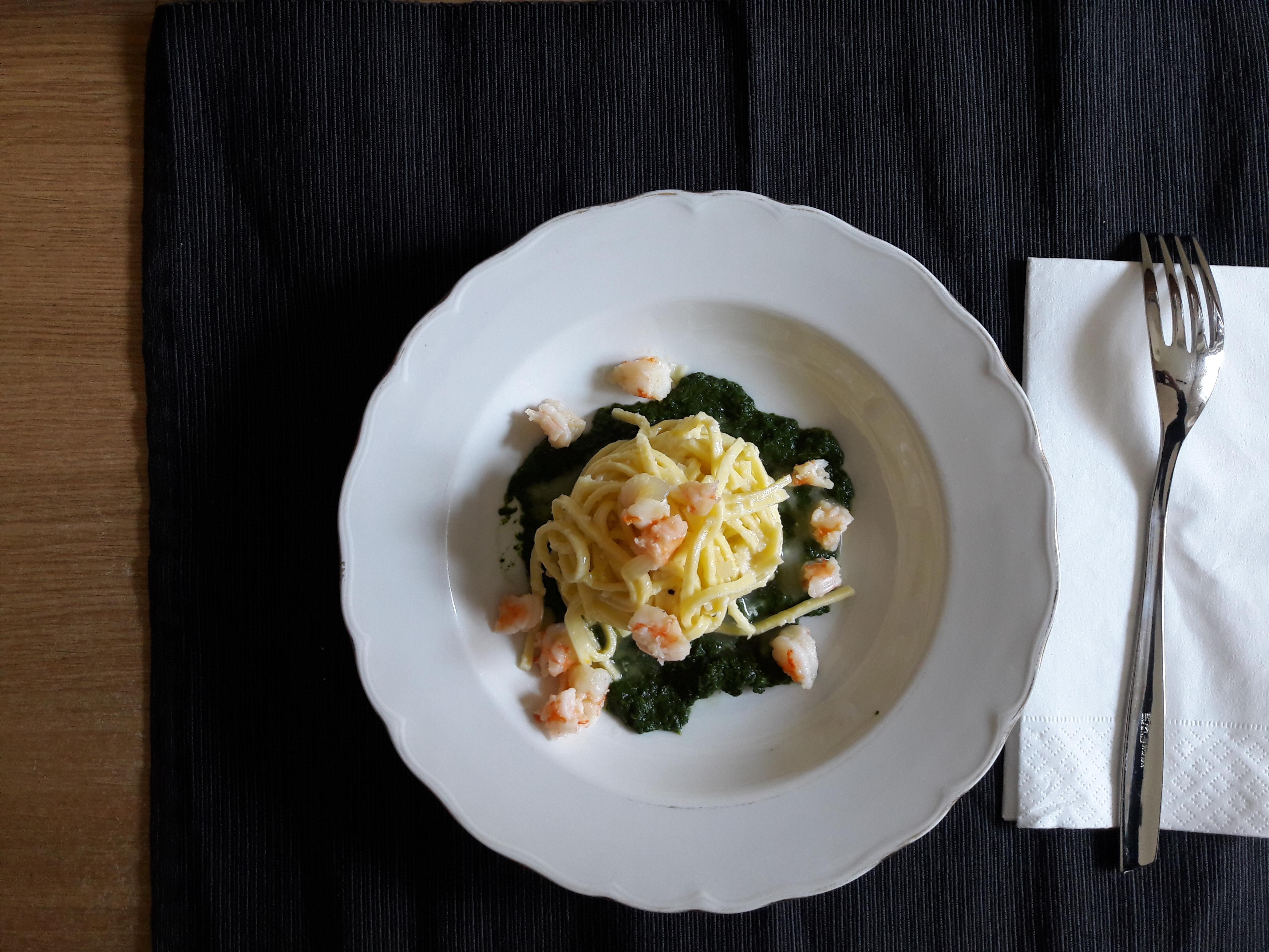 Tagliolini alla crema di limone con gamberi e salsa di spinaci