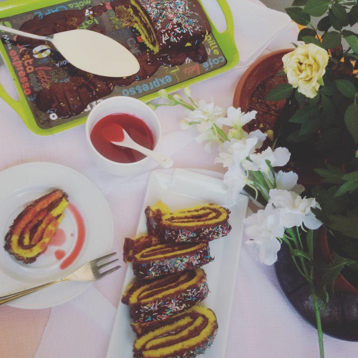 rotolo al cioccolato con salsa di lamponi, ricetta dolci golosi