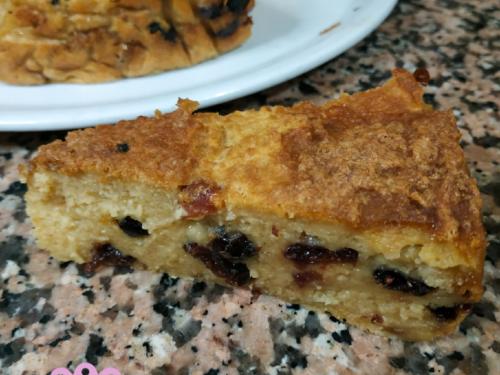 Torta di pane con mirtilli rossi e mela