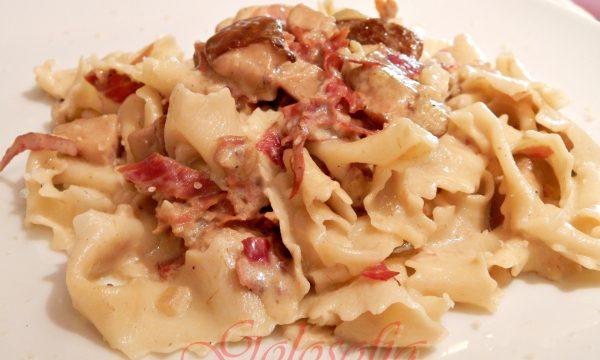Pappardelle con speck e funghi porcini, ricetta casalinga golosa!
