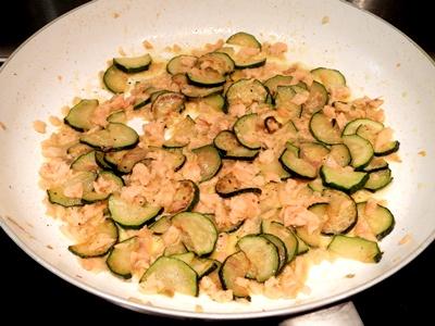 Trofie con salmone e zucchine-ricette primi piatti di pesce-golosofia