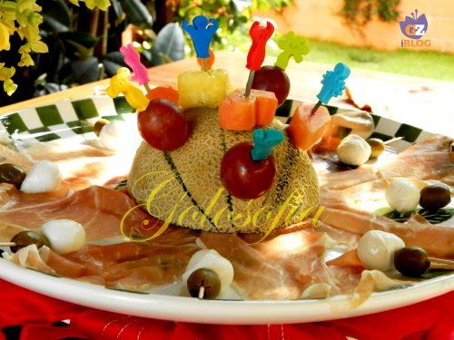 Spiedini di frutta e prosciutto crudo, ricetta antipasti