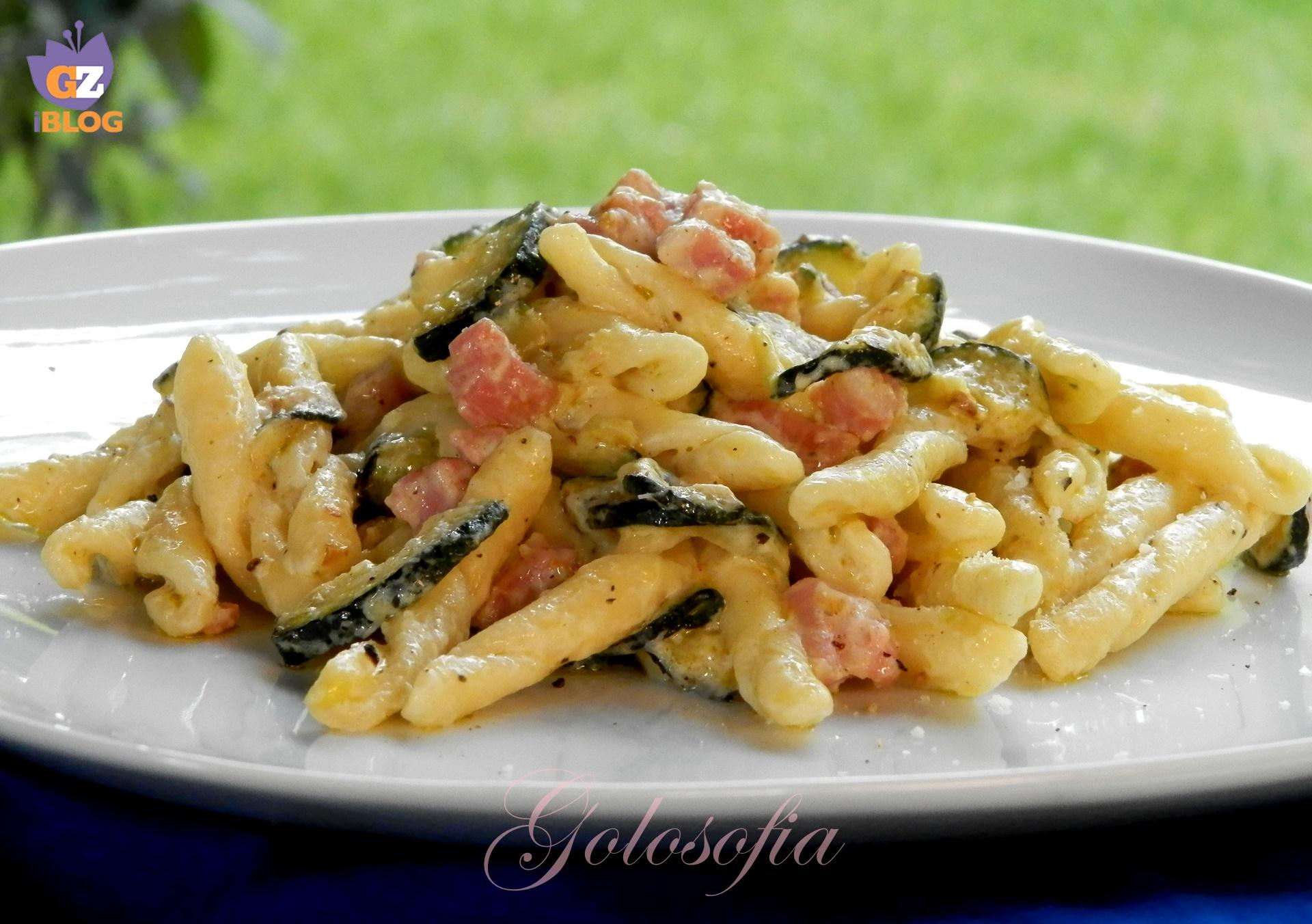 Strozzapreti con zucchine, pancetta e philadelphia-ricetta primi-golosofia