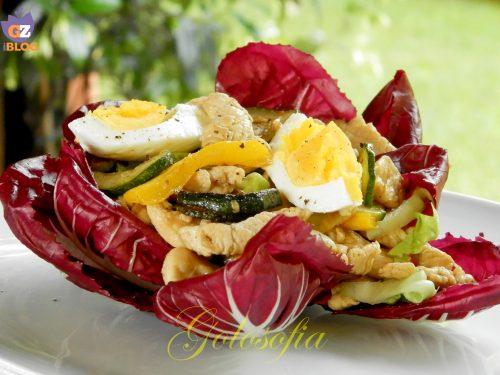 Insalata di tacchino con uova e verdure grigliate, ricetta fredda