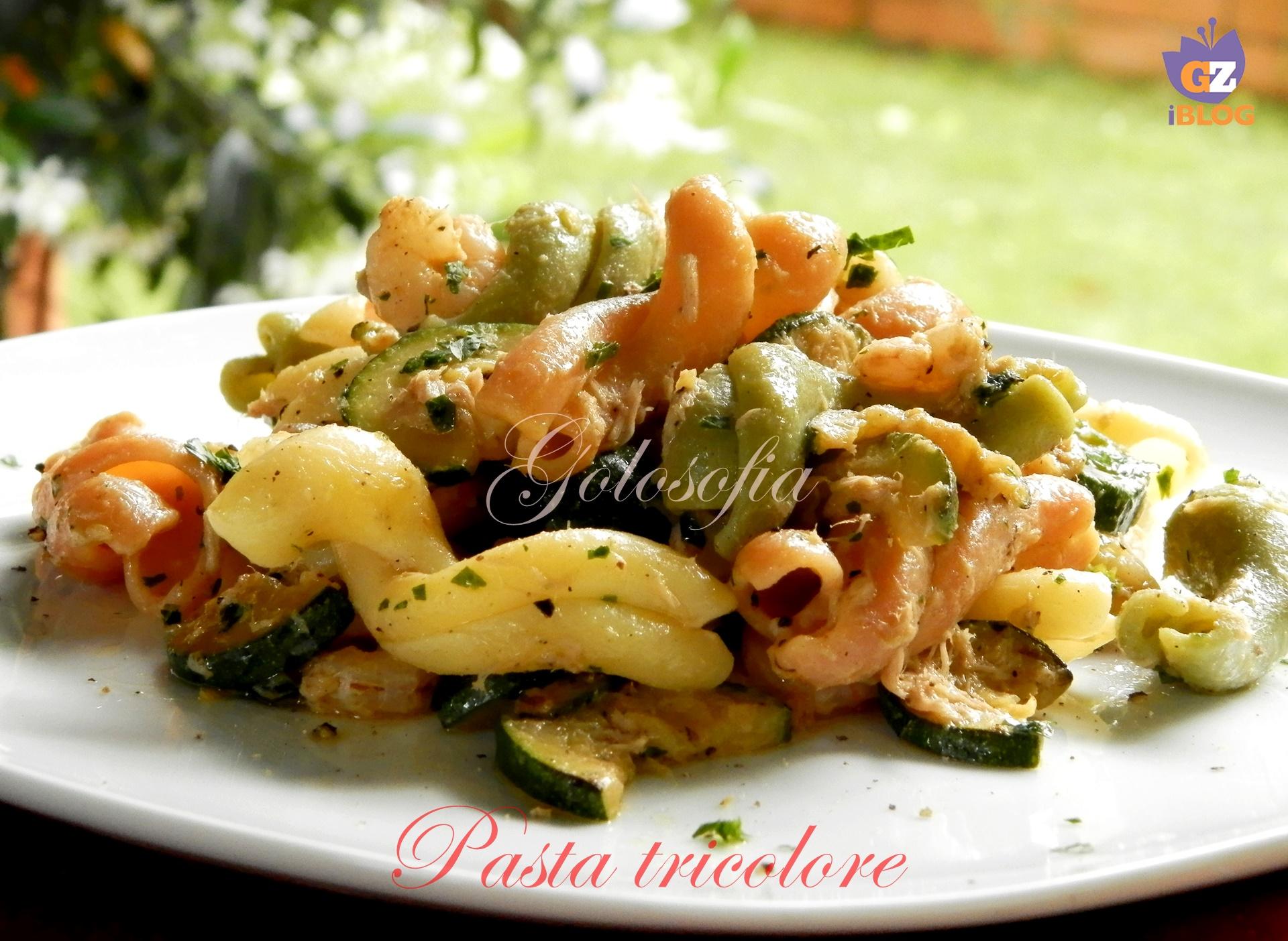 Pasta tricolore con tonno, zucchine e gamberetti-ricetta primi-golosofia