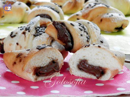 Cornetti di pan brioche alla nutella, ricetta semplice lievitati