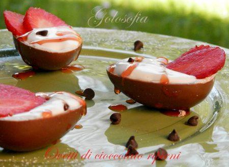 Ovetti di cioccolato con crema di ricotta e fragole, ricetta veloce