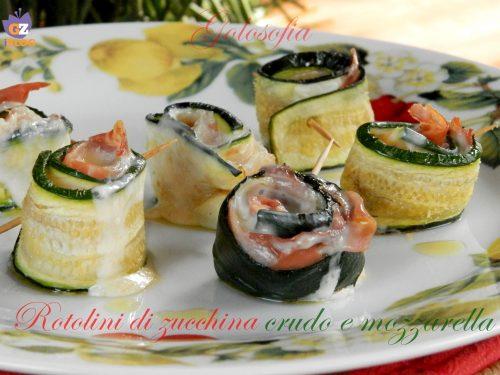 Rotolini di zucchina con crudo e mozzarella, ricetta al forno