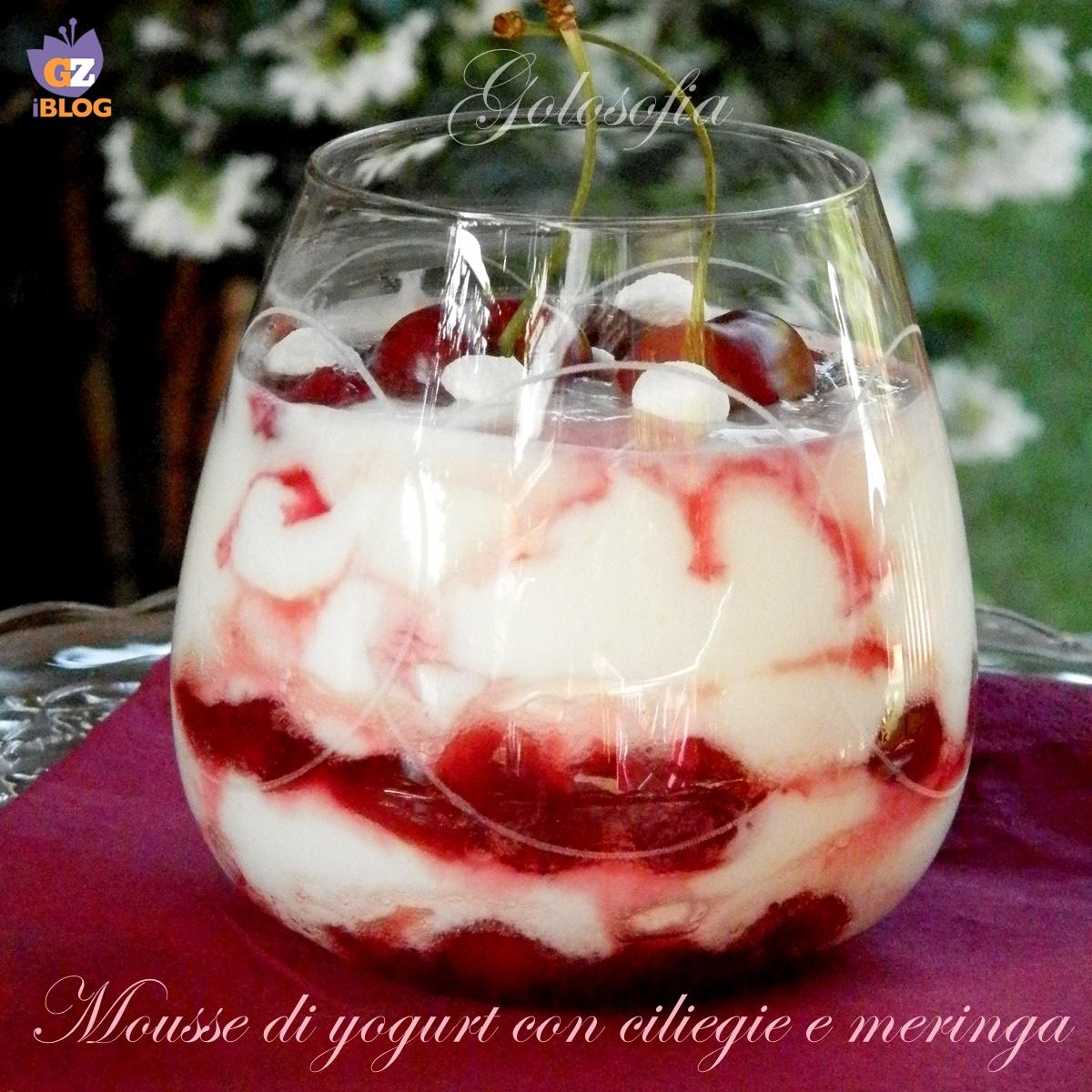 Mousse di yogurt con ciliegie e meringa-ricetta dolci-golosofia