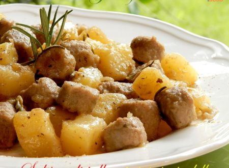 Salsicce di pollo e patate in padella, ricetta golosa