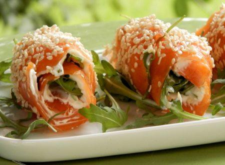 Involtini di salmone con Philadelphia e rucola, ricetta antipasti