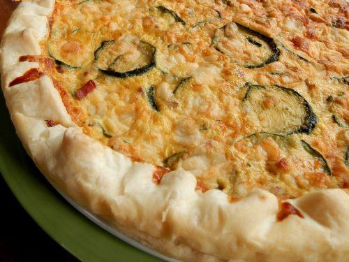 Torta salata zucchine, speck e provola, ricetta antipasti