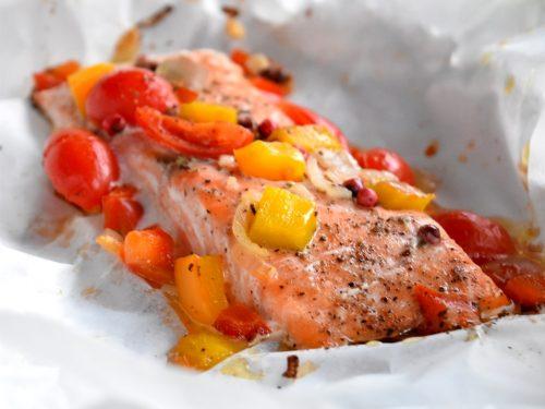 Salmone al cartoccio, ricetta leggera e gustosa