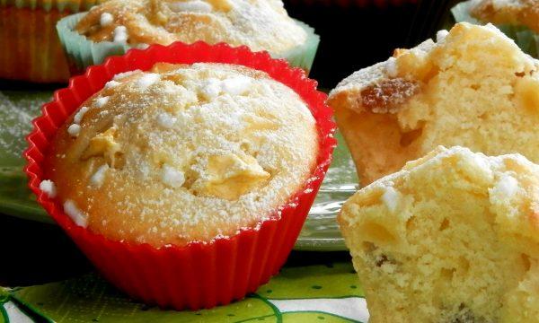 Muffin alle mele e uvetta, ricetta soffice buonissima