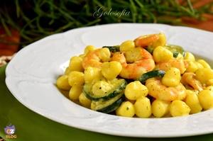 Gnocchetti gamberi, curry e zucchine-ricetta primi-golosofia