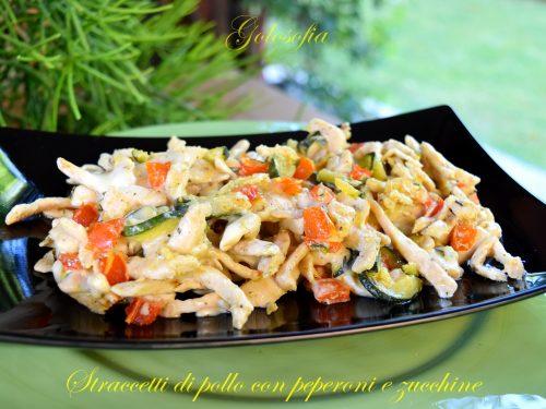 Straccetti di pollo con peperoni e zucchine, ricetta gustosa