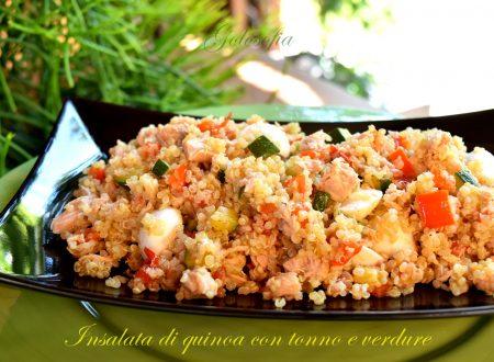 Insalata di quinoa con tonno e verdure, ricetta buonissima