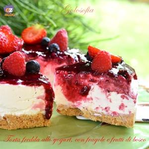 Torta fredda allo yogurt con fragole e frutti di bosco-ricetta torte-golosofia