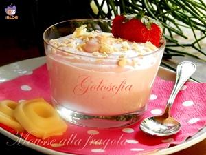 Mousse alla fragola con cioccolato bianco-ricetta dolci-golosofia