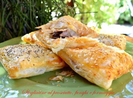 Sfogliatine al prosciutto, funghi e formaggio, ricetta stuzzicante