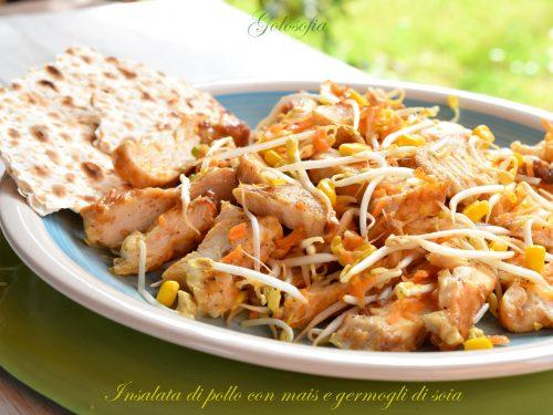 Insalata di pollo con mais e germogli di soia, ricetta sfiziosa