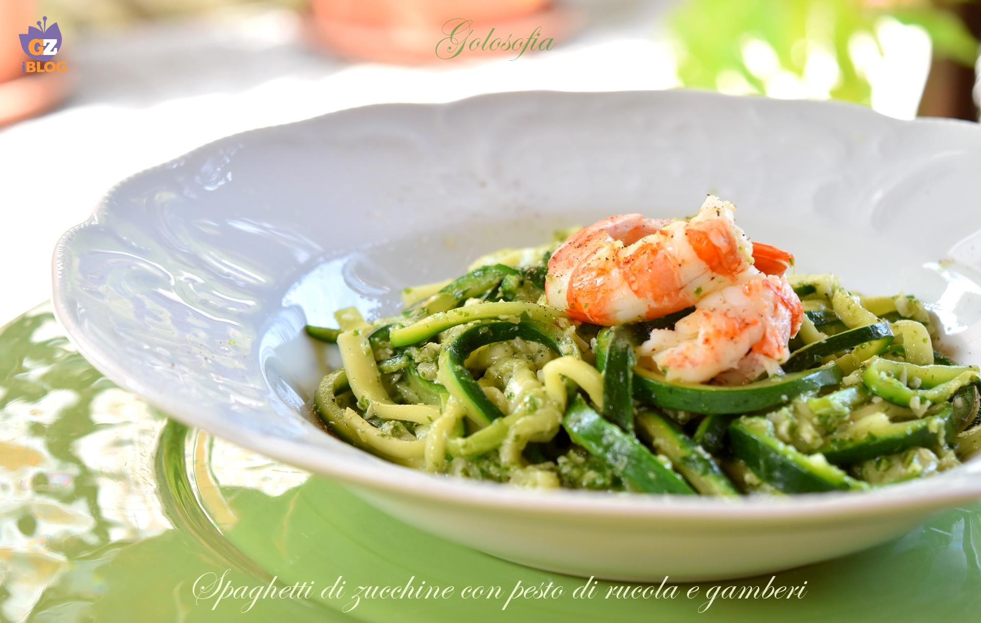 Spaghetti di zucchine con pesto di rucola e gamberi-ricetta primi-golosofia