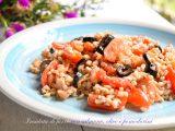 Insalata di farro con salmone, olive e pomodorini-ricetta primi-golosofia