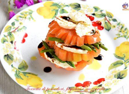 Torretta di pomodori, fagiolini e mozzarella, ricetta sfiziosa