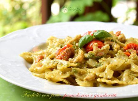 Farfalle con pesto, pomodorini e gamberetti, ricetta fredda gustosissima