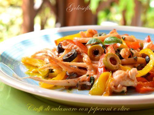 Ciuffi di calamaro con peperoni e olive, ricetta gustosissima