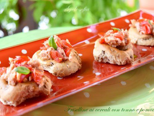 Friselline ai cereali con tonno e pomodorini, ricetta veloce e gustosa