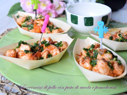 Bocconcini di pollo con pesto di rucola e pomodorini, ricetta cremosa