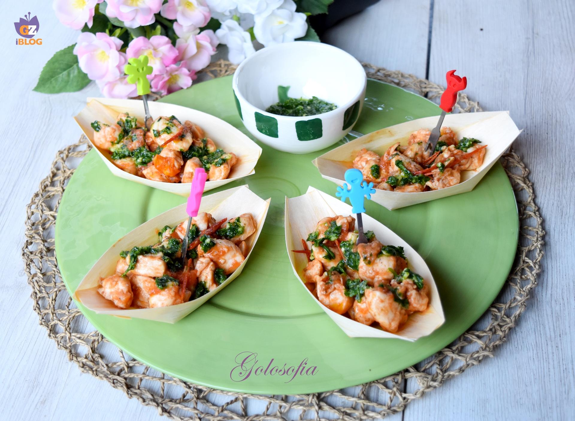 Bocconcini di pollo con pesto di rucola e pomodorini-ricetta secondi-golosofia