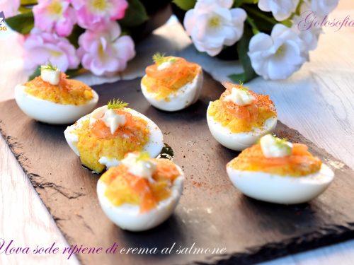 Uova sode ripiene di crema al salmone, buonissimo e veloce antipasto