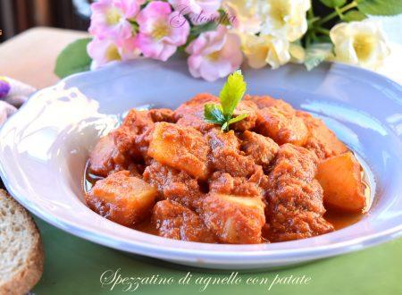 Spezzatino di agnello con patate, ricetta semplice e saporita