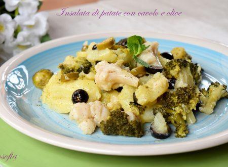 Insalata di patate con cavolo e olive, ricetta gustosissima
