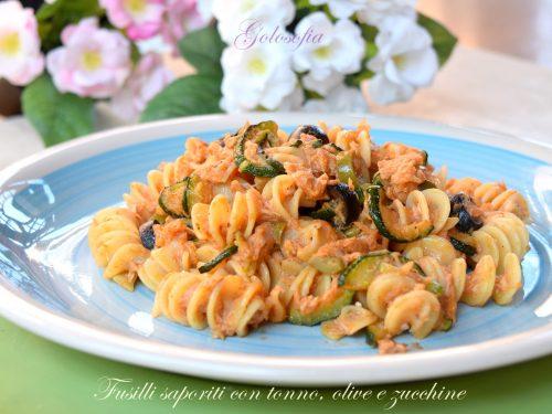 Fusilli saporiti con tonno, olive e zucchine, buonissimi e leggeri