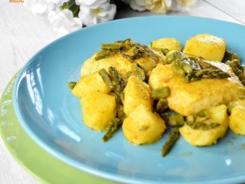 Nasello alle erbe con asparagi e patate, ricetta gustosa e leggera