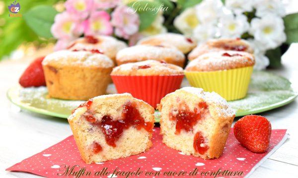 Muffin alle fragole con cuore di confettura, ricetta soffice e golosa