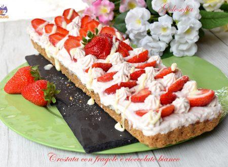 Crostata con fragole e cioccolato bianco, fantastica e senza cottura!